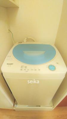 参考写真:同物件別室。1Kのお部屋は2口コンロになります。