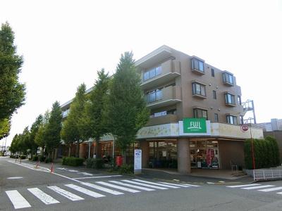 小田急線「五月台」駅より徒歩1分!1階にフジスーパーがありお買いもに便利な立地の4階建てマンションです♪徒歩4分圏内に小学校・児童館・公園もあります!