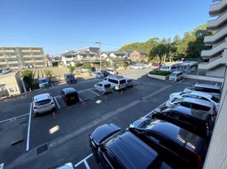 現在、敷地内駐車場は空き無しなのですが、150mのところに月極駐車場有り(5000円)