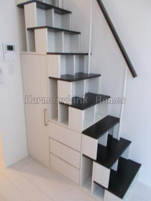 ハーモニーテラス江原町の収納付き階段☆