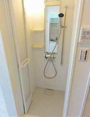 ハーモニーテラス江原町の使いやすいシャワールームとなっています