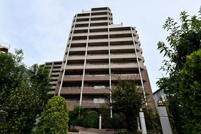 【現地写真】 総戸数84戸のマンションです♪2004年築♪