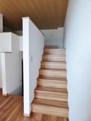ロフトは階段で登れるので荷物を持って上がりやすいです!