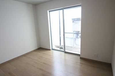 実際に建築したお家の洋室になります。 飽きの来ないシンプルなお部屋は、どんなインテリアとも合うのでオススメですよ♪