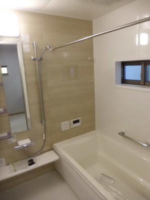 実際に建築したお家の浴室になります。 浴室乾燥機と窓がついていると、防カビにもなり、梅雨や花粉の時期の洗濯も安心ですね♪