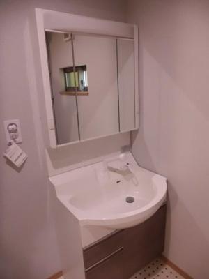実際に建築したお家の洗面になります。 使い勝手によってボウルを選んでいただけますよ♪(こちらは、ラウンドボウルです☆)