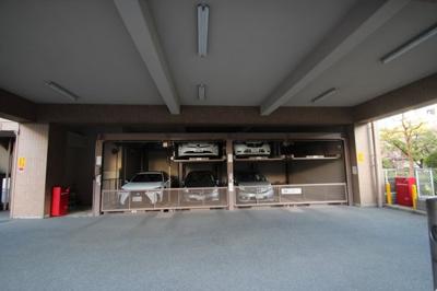 機械式駐車場がございます。