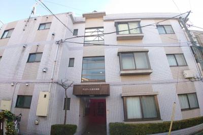 3階建てのマンション、お部屋は1階です♪
