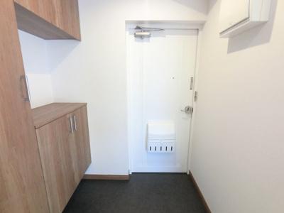 玄関部分です。 シューズボックス付で玄関周りをスッキリ保つ事ができます。