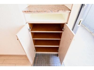 小物を収納するのに便利です ※仕様が異なる場合は現地を優先します。