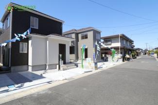閑静な住宅街。小学校まで徒歩10分以内でで小さなお子様も安心な住環境。