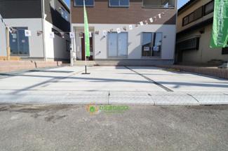 大きな駐車場は並列駐車可能です。