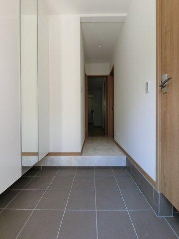 玄関も広いです。 姿見がついているのもよいですね。 ※参考画像になります。