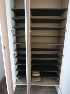 シューズボックスです。 靴がたくさん収納できるので、おしゃれな方でも安心です。 ※参考画像になります。