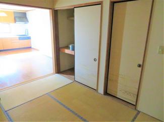お客様がお泊りの際にご活用できる6帖の和室があります。