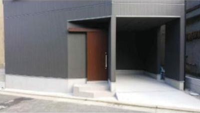 玄関扉もお洒落!ビルトインガレージです♪