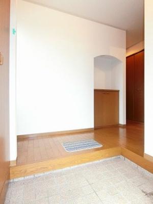 玄関からの景観です♪玄関を入ったところに収納スペースがあります♪上に写真やかわいい小物を置いたりもできます☆
