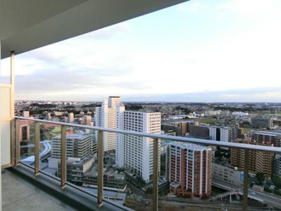 28階バルコニーからの眺望です♪周りに視界を遮る建物がないので景色がよく見渡せます!