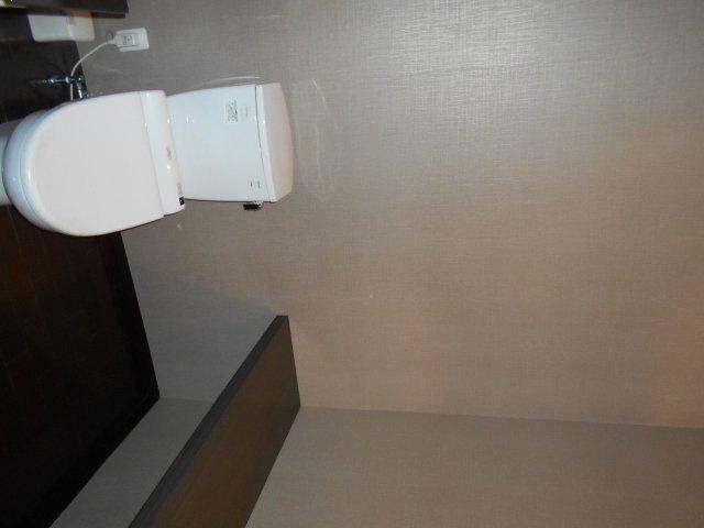 ヨシカネビル 1階