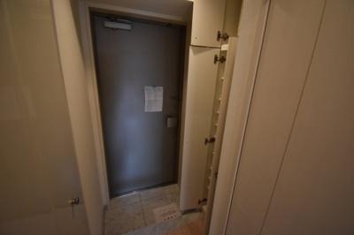 玄関スペース広くとっております。