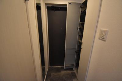 玄関スペース広めにとっておりますね。