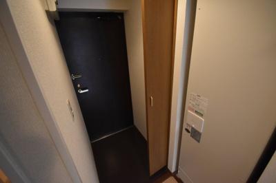 玄関シューズBOX大き目サイズです。