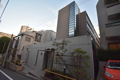 閑静な住宅街に佇む 外観の雰囲気から違う高級マンション
