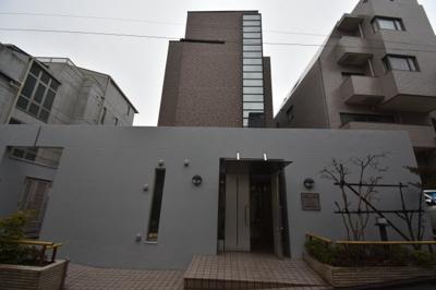 閑静な住宅街に佇む素敵なマンションです。