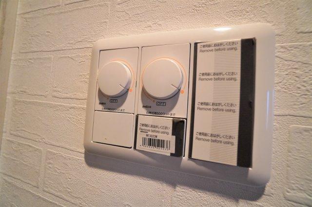 ダウンライトは明るさ調整できますので、気分屋雰囲気にあわせてお部屋の雰囲気を演出してください。
