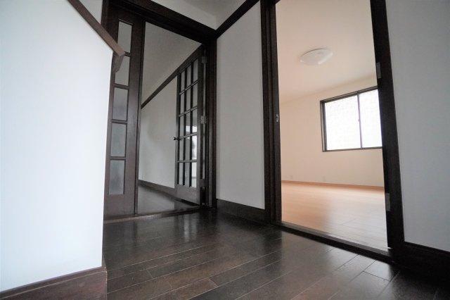 玄関お隣には、26.49㎡の広々のお部屋があります。