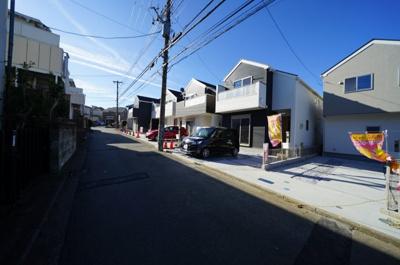 【前面道路含む現地写真】全5棟!!整った街並みのお家が令和2年1月完成!便利な星川駅から徒歩11分。全棟カースペース2台♪