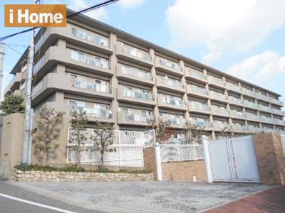 阪急御影駅徒歩10分 緑豊かで閑静な住宅街にございます。