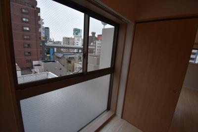 大きな窓もあり明るい雰囲気です。
