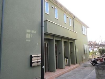 モスグリーン色の外壁