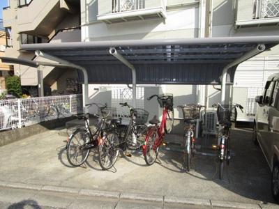 自転車置場(屋根付)です