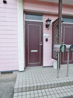 全戸入り口は1階にあり、2階のお部屋は内階段です。