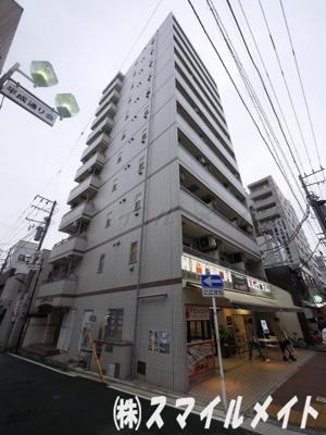 鉄骨造11階建てのマンションです。