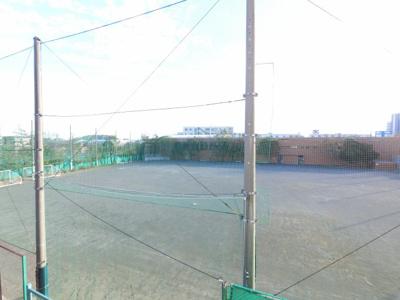 前面が金沢区スポーツ広場で開放感があります。