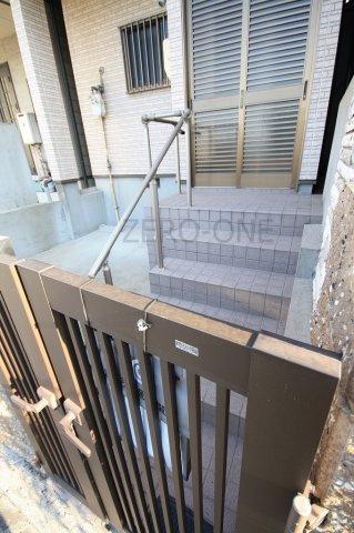 【玄関】堺市西区鳳西町 中古一戸建て