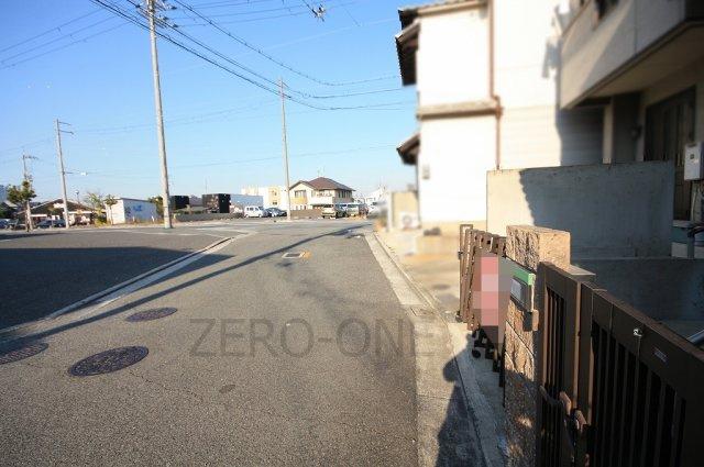 【前面道路含む現地写真】堺市西区鳳西町 中古一戸建て