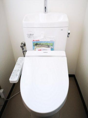 新品の温水洗浄便座です。