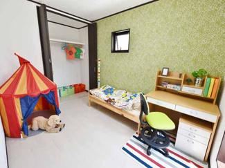 【当社施工例】 子供部屋もベッドと勉強机が置ける広さ。ご家庭の教育方針に従って広さと用途をご提案。