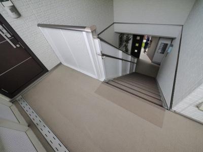 共用階段スペースも広いです