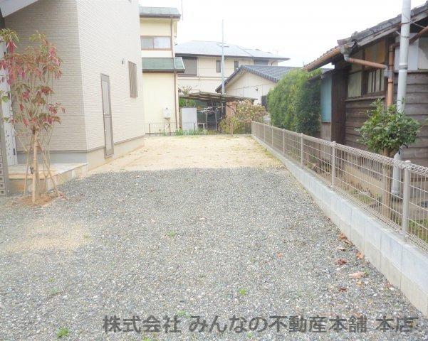 【駐車場】基里小学校徒歩2分 本物の木の家