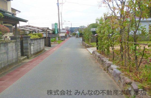 【周辺】基里小学校徒歩2分 本物の木の家