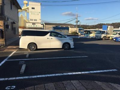 【駐車場】ベルドミール岡 A