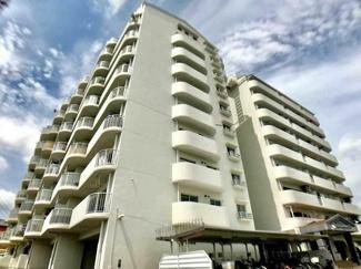 総戸数68戸、SRC造10階建てマンション。敷地内北側に公園がある住環境です♪