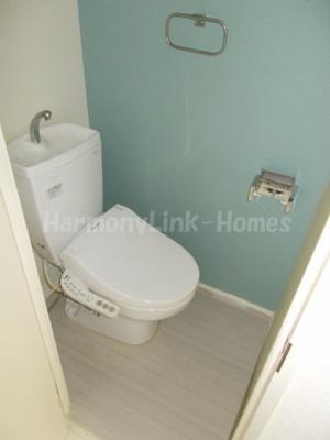 ハーモニーテラス日ノ出町Ⅴのゆったりとした空間のトイレです☆