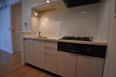 ガスコンロ2口の広めのキッチンです