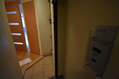 それではお部屋をご案内させて頂きます。お部屋は602号室です。